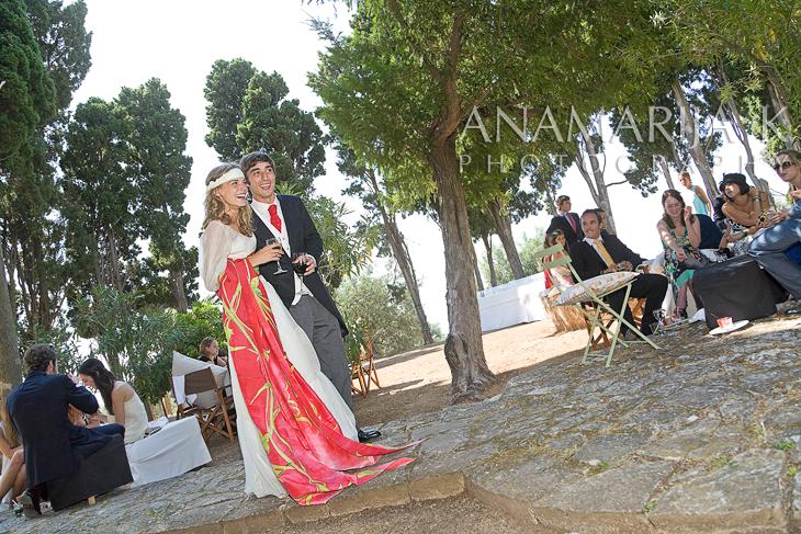 la pareja de recién casados abre el baile