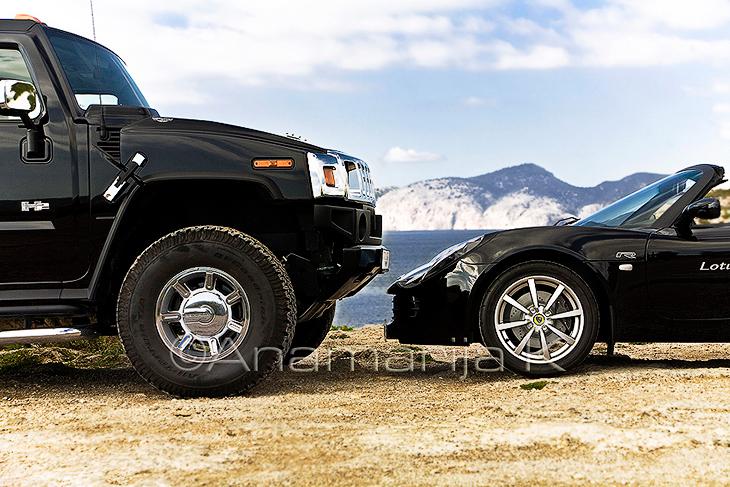 Hummer y Lotus Elise - imagen editorial