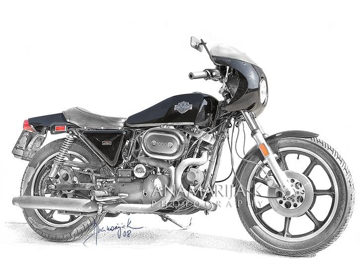 Harley Davidson -  fotografía por encargo, retoque estilo lápiz de mano