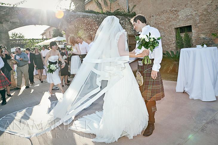 an impressive wedding dresses :)